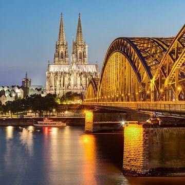 La cathédrale de Cologne et le pont Hohenzollern sur Michael Valjak