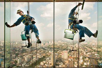 Fensterputzer am Baiyoke Sky Tower Bangkok von Nic Limper