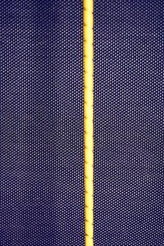 Iriserend patroon met gele verticale iets van Michael Moser