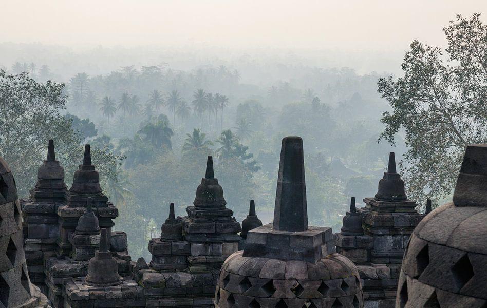 Een mystiek moment bij de Borobudur van Juriaan Wossink