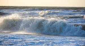 Zee met golven van