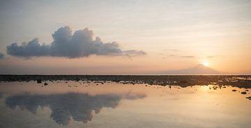 Panorama des Sonnenuntergangs Gunung Agung von gili Trawangan von Ellis Peeters
