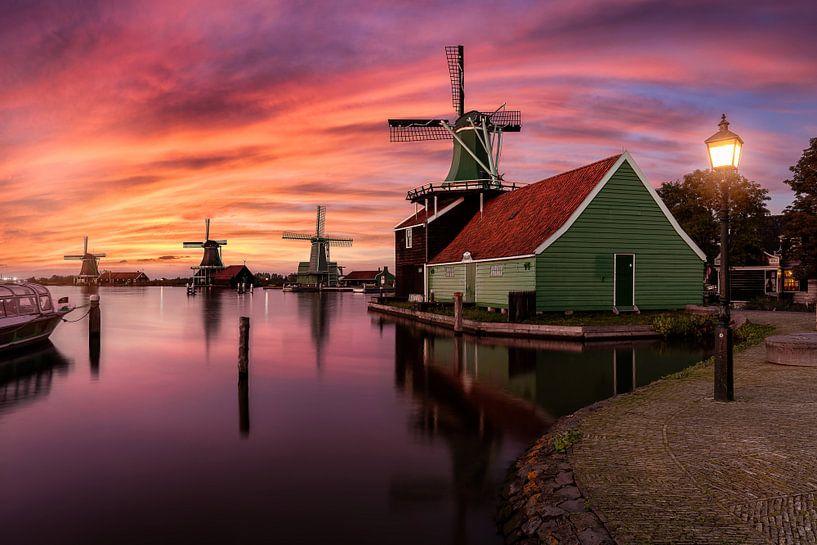 Sunset by the windmills of Zaanse Schans van Costas Ganasos