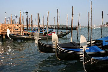 Gondels in Venetië van Anouk Davidse