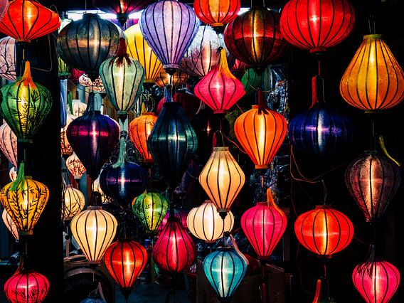 Kleurrijke lampionnen in Hoi An, Vietnam van Milou Oomens