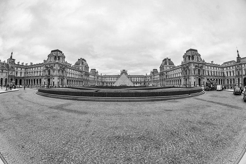 Het Louvre in Parijs van Loek van de Loo