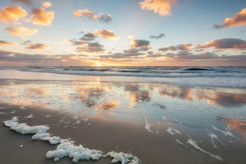 Strand van Callentsoog tijdens de zonsondergang van Dennisart Fotografie