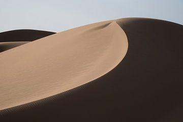 A l'ombre d'une dune dans le désert d'Iran.