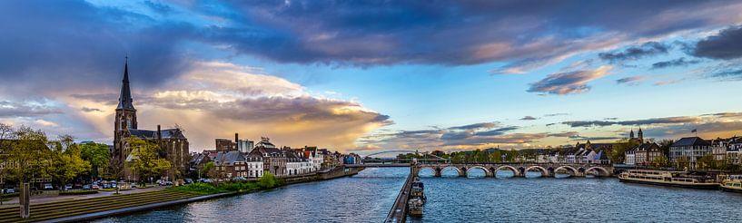 Regenwolken boven Maastricht - Mestreech I van Teun Ruijters