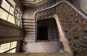 Verlassene Treppe in einem Schloss.