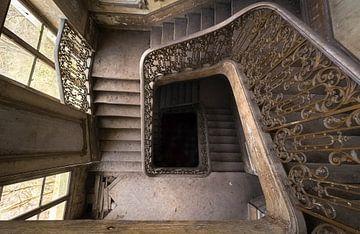 Trap in Verlaten Kasteel. van Roman Robroek
