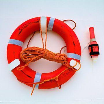 une bouée de sauvetage rouge du ferry MS Midsland  sur Pixel Meeting Point