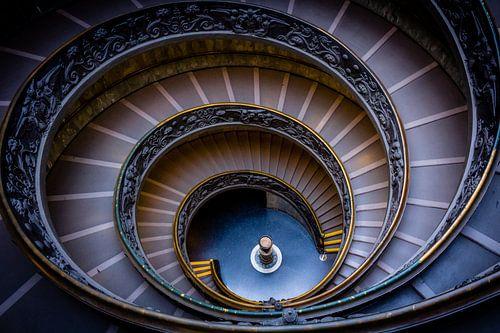 Spiraaltrap in Vaticaan Museum  zonder toeristen (Vaticaan Stad  - Rome) van