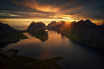 Kjerkfjorden Midnight Sun van Wojciech Kruczynski