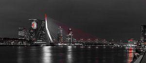 Feyenoord projectie op 'De Rotterdam' panorama black and white van