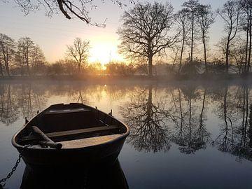 Serene lente ochtend aan het water. von Gert de vos