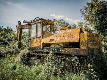 Verlassener Bagger in der Natur Frankreichs von Art By Dominic