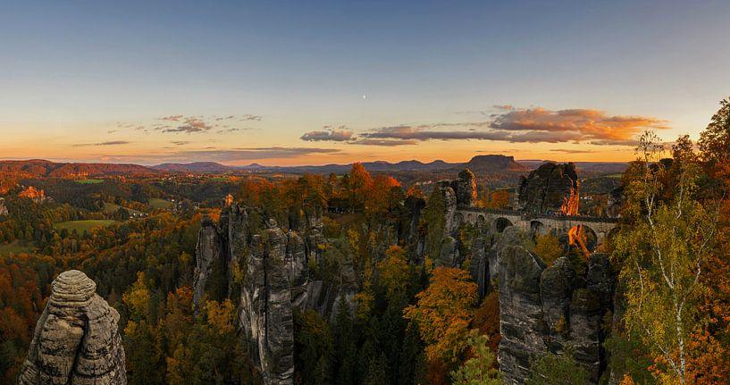 La roche de Bastei dans les montagnes de grès de l'Elbe sur Frank Herrmann