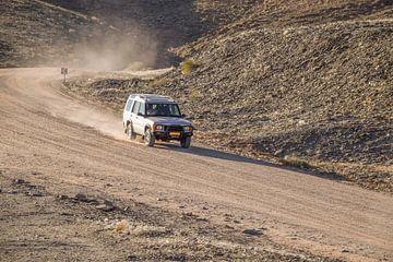 Off road scène met bewegende auto van Achim Prill