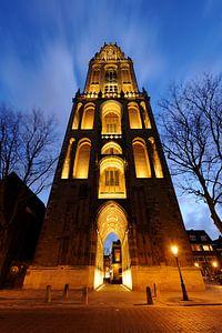 De Domtoren in Utrecht gezien vanaf het Domplein van