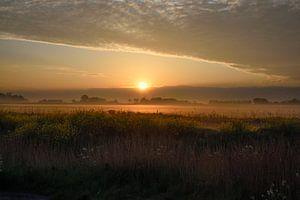 Zonsopgang vlakbij Noordermolen in Noorddijk van Fred en Roos van Maurik