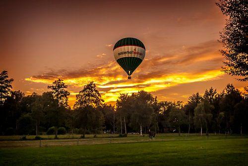 Ballonvaart met zonsondergang  von Marcel Braam