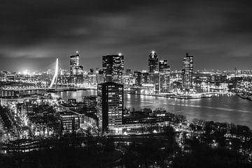 Rotterdamer Skyline über der Erasmus-Brücke bei Nacht von I Should Shutter