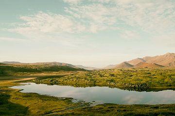 Lake by the mountains II van Pascal Deckarm