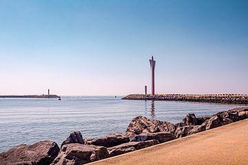 Vaargeul Oostende met radartoren op de Oostelijke strekdam in Oostende van Daan Duvillier
