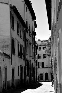 Toscane Italië Lucca Binnenstad zwart wit van Hendrik-Jan Kornelis