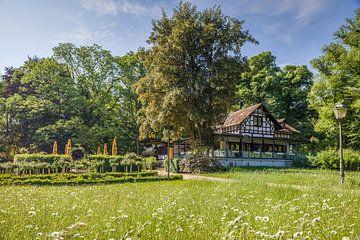 Restaurant am Römerbrunnen im Kurpark von Bad Homburg von Christian Müringer