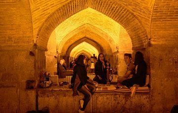 Iran, Esfahan - Khaju bridge van Jeroen Kleiberg