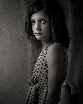 Mädchen in schwarz und weiß 02 von Mark Isarin | Fotografie