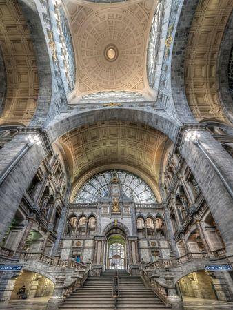 Antwerpen Bahnhof von Carina Buchspies