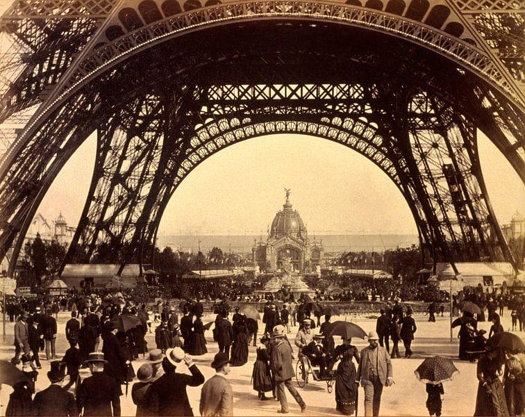 Eiffeltoren, te zien in de richting van de Centrale Koepel