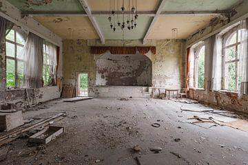 Verlassener Ballsaal in Deutschland von Kristof Ven
