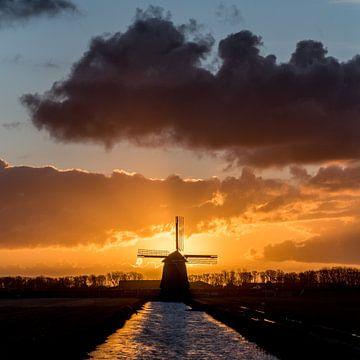 Zonsopgang met windmolen in de polder von Arjen Schippers