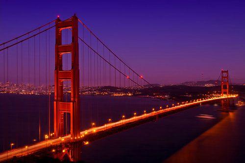 Golden Gate Bridge bei Nacht