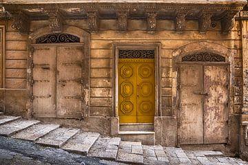 de oude gele deur van Yke de Vos