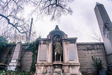 Duister standbeeld in Budapest, Hongarije op begraafplaats van John Ozguc