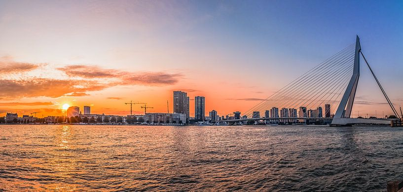 Skyline Rotterdam met zonsondergang van Marianne Twijnstra-Gerrits