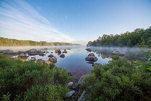 Meer in zuid Zweden, vroeg in de ochtend van Joost Adriaanse