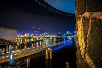 Stadsgezicht op oude havens van Amsterdam van Fotografiecor .nl