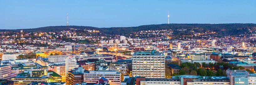 Cityscape of Stuttgart at night van Werner Dieterich