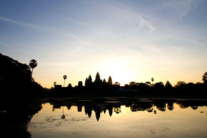 Sunrise over Angkor Wat van Levent Weber