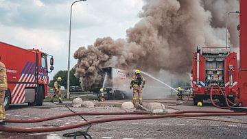 vrachtwagen brand A28 bij Putten van Damian Ruitenga