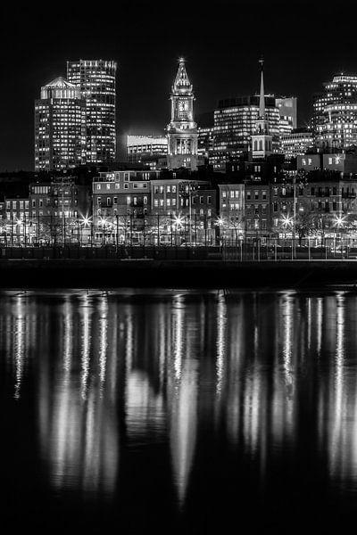 BOSTON Avond skyline van North End en het Financial District   monochroom van Melanie Viola