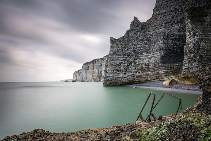 Krijtrotsen bij Etretat Normandië  van Silvia Thiel