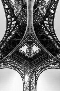 Eiffeltoren in Parijs bij zonsondergang / zwart-wit van Werner Dieterich