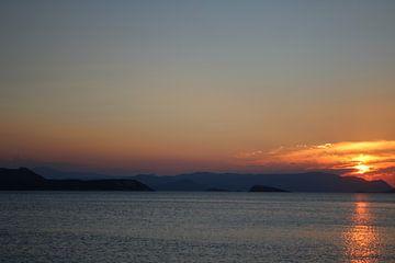 Zonsondergang met eilanden von Reiselief photography